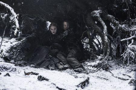 gallery-1461245515-game-thrones-season-6-episode-1-red-woman-theon-sansa